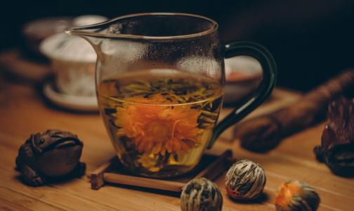 Фото №1 - Елена Малышева советует спасаться от рака чаем со специями