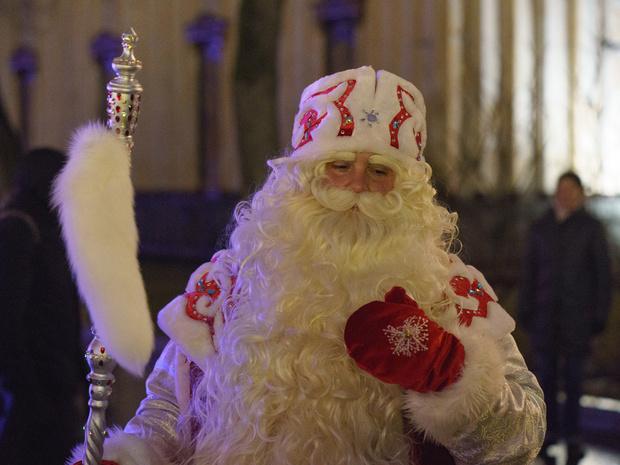 Фото №1 - Зачем Деду Морозу купальник, и еще 9 детских вопросов зимнему волшебнику