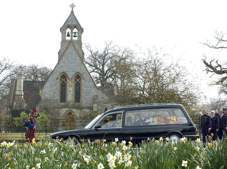 Фото №3 - Не лучший момент: почему Беатрис скрыла свою свадьбу от публики