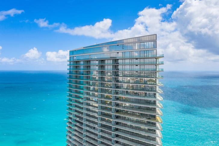 Фото №1 - Небоскреб по проекту Сезара Пелли и Джорджо Армани в Майами