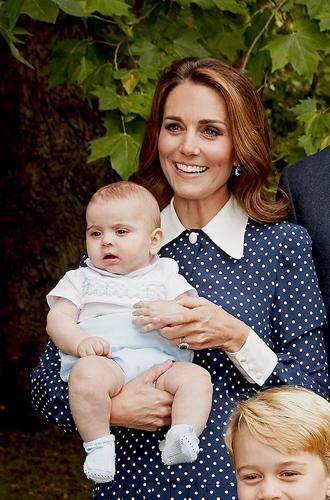 Фото №3 - Что рассказал о Кембриджских, Сассекских и Уэльских их семейный портрет