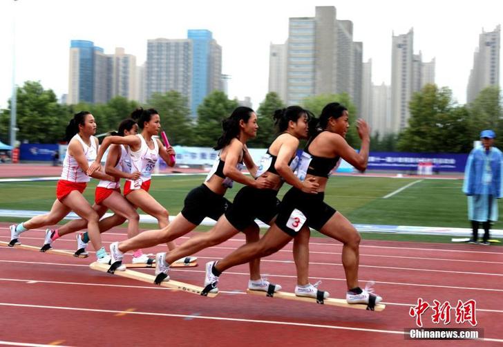 Фото №1 - Традиционный китайский спорт: групповой бег на лыжах летом