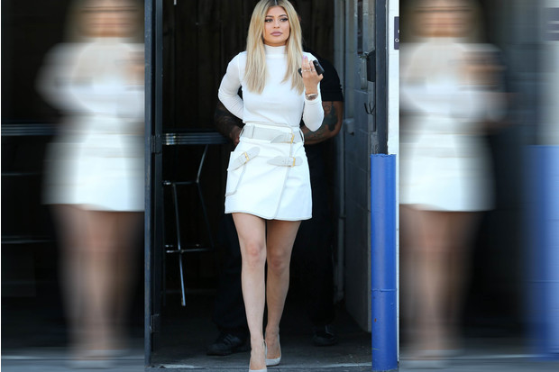 Фото №3 - Звездный тренд: Белая юбка