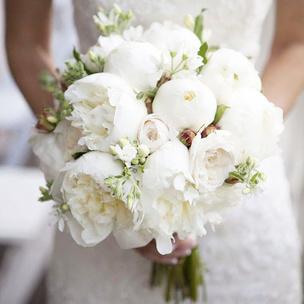 Фото №6 - Тест: Выбери букет, и мы скажем, где пройдет твоя свадьба