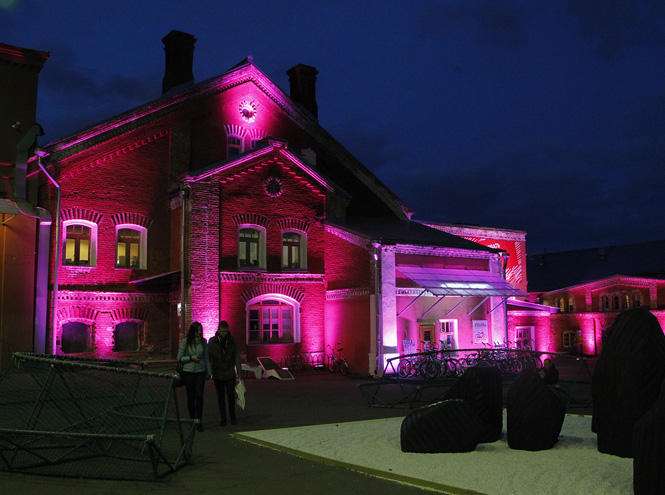 Фото №1 - Estée Lauder начинает кампанию против рака груди