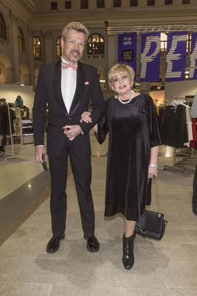 Фото №1 - Звездные пары, в которых женщина намного старше мужчины