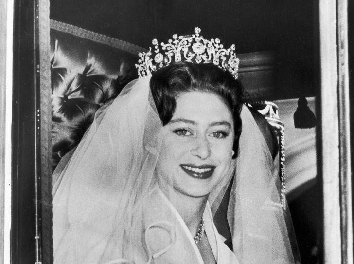 Фото №1 - Роковое украшение: как тиара принцессы Маргарет оказалась в центре скандала