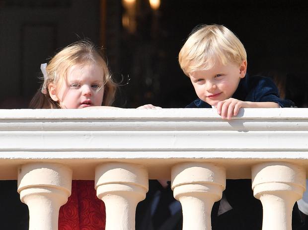 Фото №2 - Восторг, радость и... потери принца Жака и принцессы Габриэллы на Дне князя в Монако
