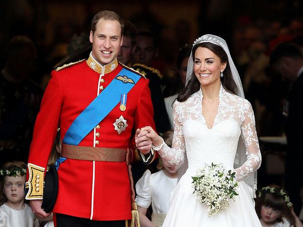 Фото №2 - Особый сюрприз: как Королева поздравит Кейт и Уильяма с десятой годовщиной свадьбы