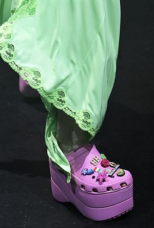 Фото №4 - Красота не главное: как и почему кроксы стали самой модной обувью
