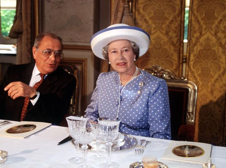 Фото №1 - Обед во дворце: что можно и нельзя делать во время трапезы с Королевой