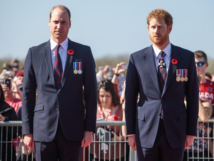 Фото №2 - Кому из членов королевской семьи понравился сериал «Корона» (и кто из них вообще его смотрел)