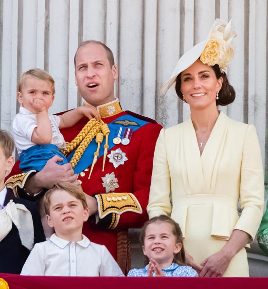 Фото №3 - Кейт Миддлтон с трудом справляет день рождения королевы— и все из-за страшной аллергии