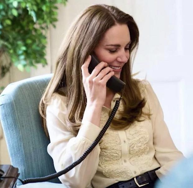 Фото №3 - Иногда она возвращается: Кейт Миддлтон в блузке, которой больше десяти лет. И она очень особенная