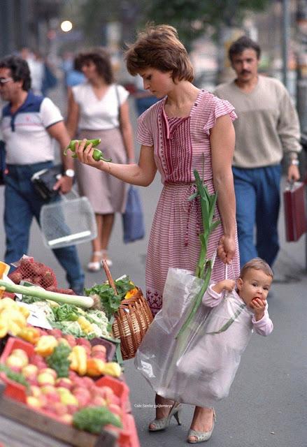 Фото №2 - Мама и дочь воспроизвели случайно сделанный снимок, который вдруг стал вирусным спустя 30 лет