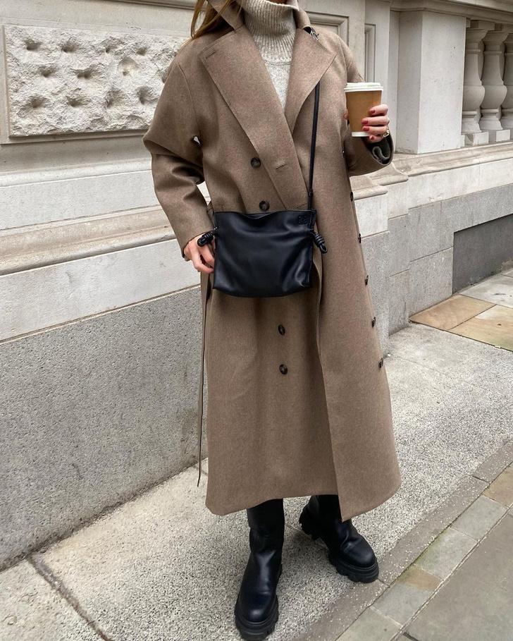 Фото №2 - Оттенки бежевого: Роузи Хантингтон-Уайтли нашла безупречное пальто для холодной осени