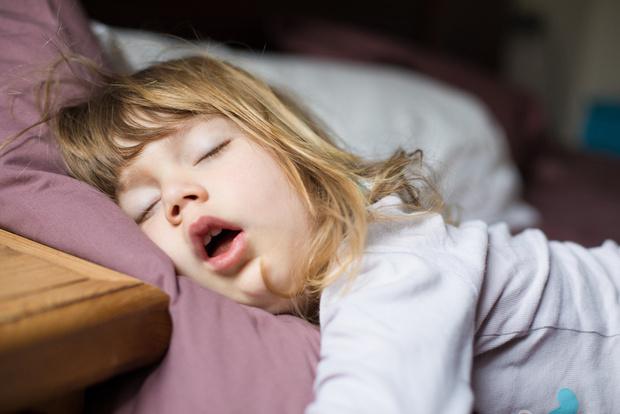 Как разбудить ребенка утром без капризов