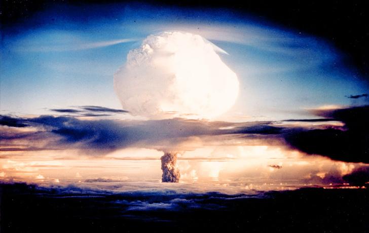 Фото №1 - Почему термоядерная бомба взрывается сразу, а звезды горят долго?