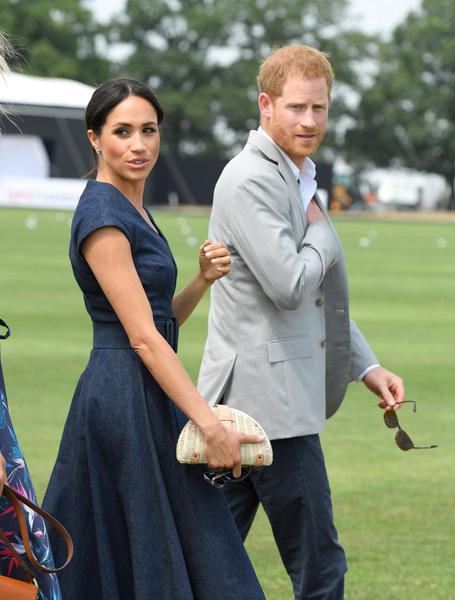 Фото №2 - Финансовый скандал: кому принц Гарри и Меган Маркл задолжали 8 миллионов?