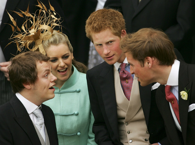 Фото №1 - Сводный брат Их Высочеств: как сложились отношения Гарри и Уильяма с сыном Камиллы