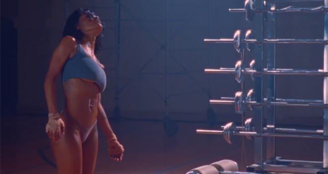 Фото №1 - Идеальная женщина: кто она, танцовщица из клипа Канье Уэста