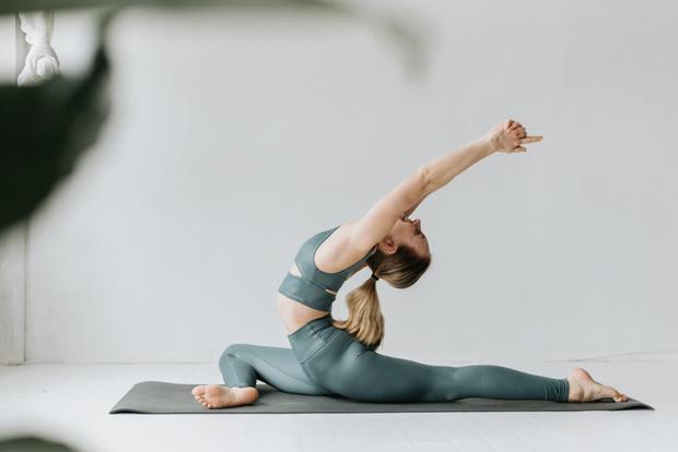 йога видео уроки в домашних условиях смотреть, комплекс йоги для начинающих в домашних условиях