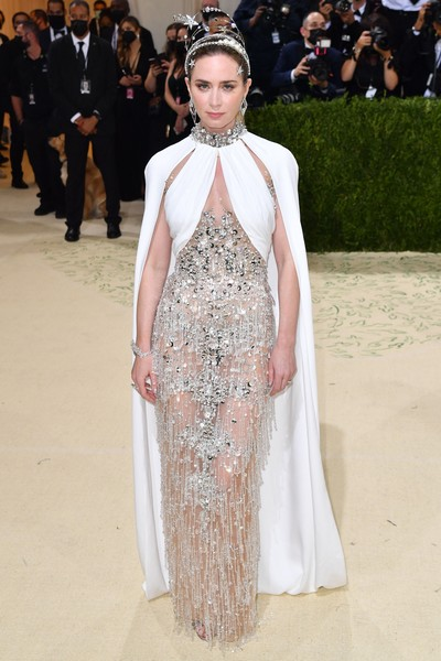 Фото №1 - В стиле сексуальной Одри Хепберн: самые провокационные «голые» платья на Met Gala