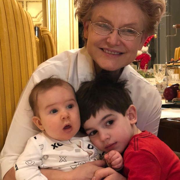 Фото №2 - Елена Малышева станет бабушкой в третий раз