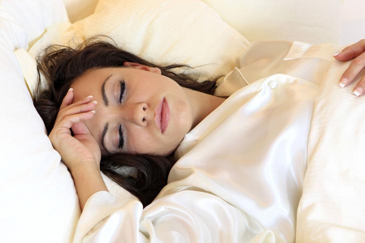 Фото №1 - Чем вредны недосып и избыток сна
