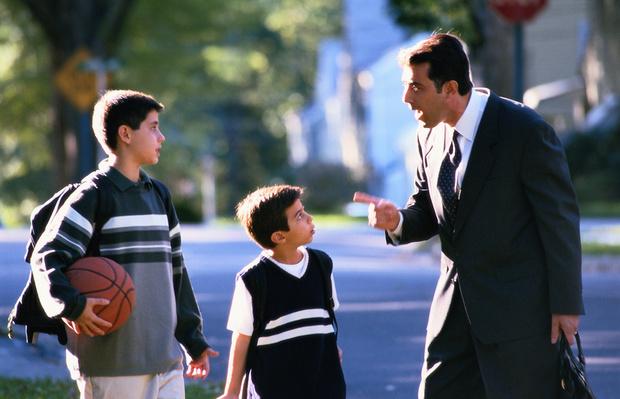 Фото №1 - Твердая отцовская рука: 7 способов наказать ребенка без ремня
