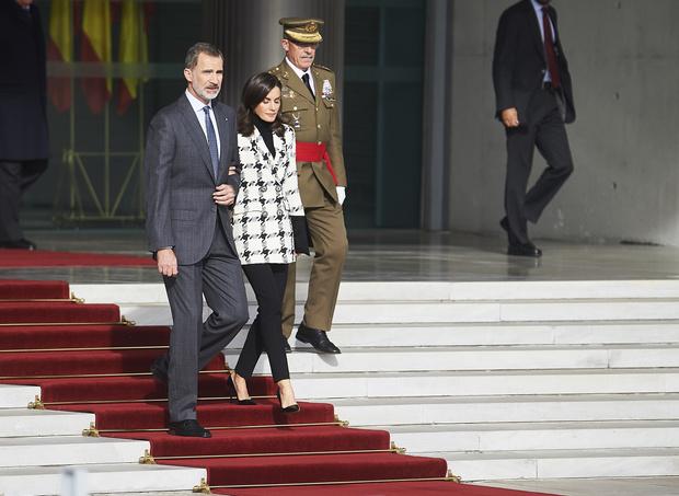 Фото №1 - Королева Испании пришла на официальное мероприятие в лосинах