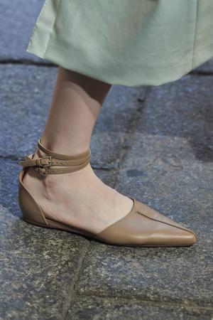 Фото №11 - Самая модная обувь весны и лета 2021: советы дизайнеров