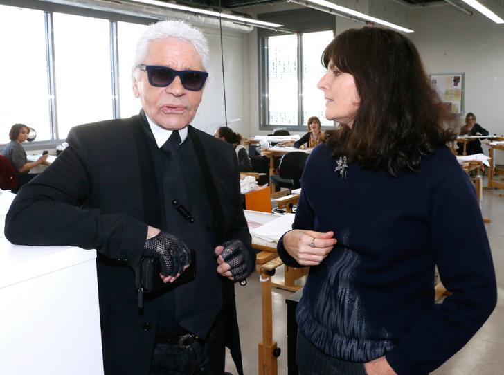 Фото №4 - Кто такая Виржини Виар и почему ей доверили сменить Карла Лагерфельда в Chanel
