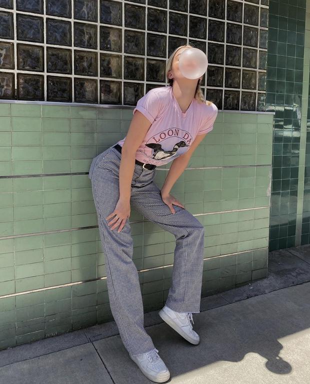 Фото №2 - Что позаимствовать из мужского гардероба? Пайпер Америка носит брюки брата-супермодели. Кому идет больше?
