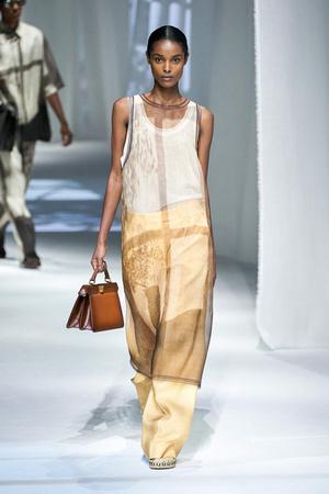 Фото №5 - Как носить платье с брюками: модные идеи на любой случай