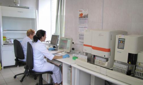 Фото №1 - Привитым нужно сдавать тесты на коронавирус. Когда это необходимо делать, разъяснила эпидемиолог