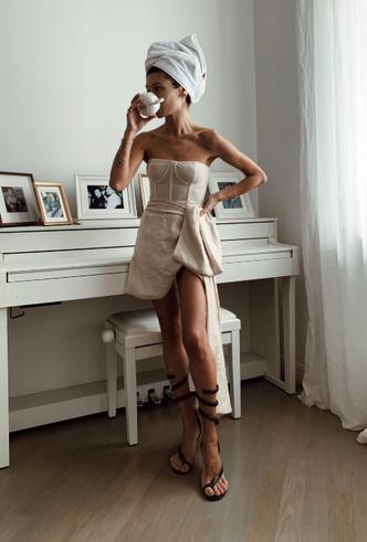 Фото №18 - Для дома и на выход: 10 платьев, которые пригодятся вам на карантине и после