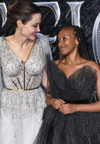 Фото №1 - 16-летняя дочь Джоли выглядит вдвое толще своей знаменитой мамы