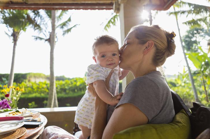 Фото №1 - Маме нужно к морю: ТОП-5 лучших направлений для отдыха с младенцем