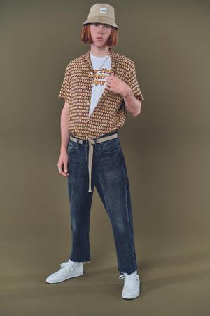 Фото №1 - Современный стиль+эстетика 90-х: новые мужские джинсы Levi's Stay Loose