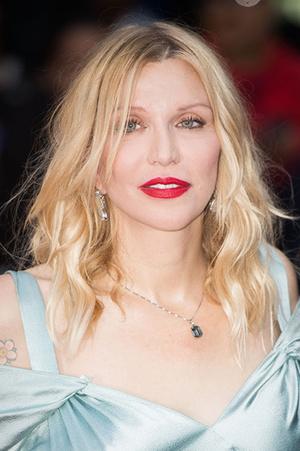 Фото №18 - Джоли, Погребняк и еще 8 звезд, которые уменьшили губы