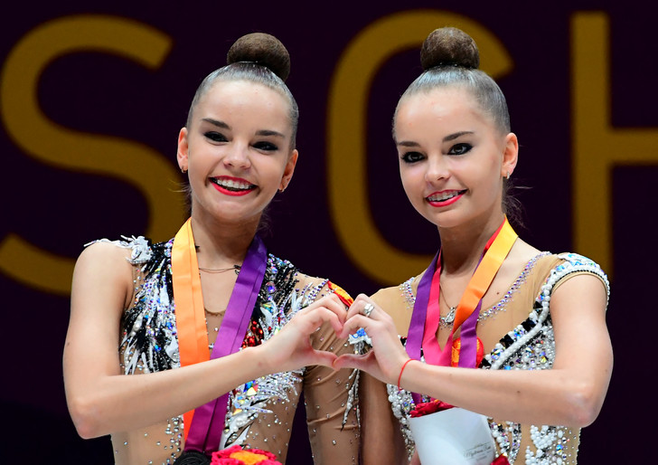 Фото №1 - «Это позор гимнастики»: Винер, Захарова и весь мир протестуют против судей, «укравших» золото сестер Авериных