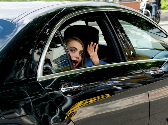 Фото №8 - Фейспалм и губы уточкой: самые смешные фото Кары Делевинь