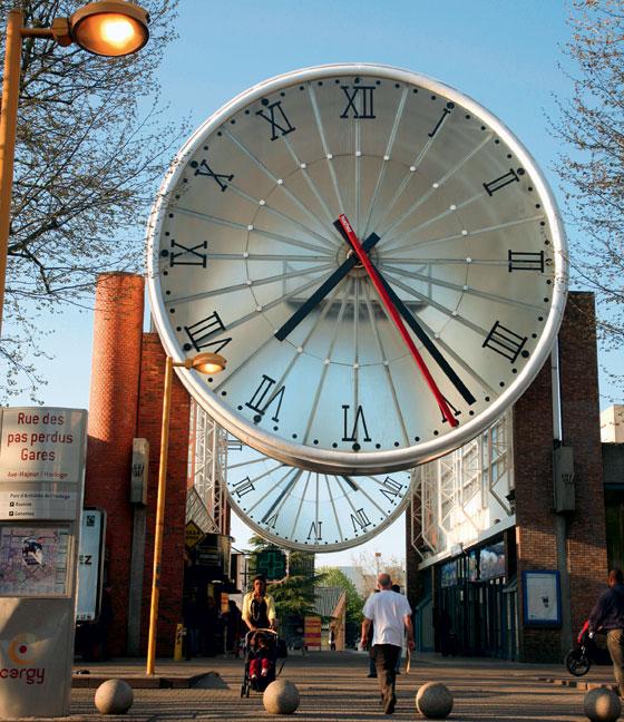 Фото №6 - 15 самых необычных городских часов