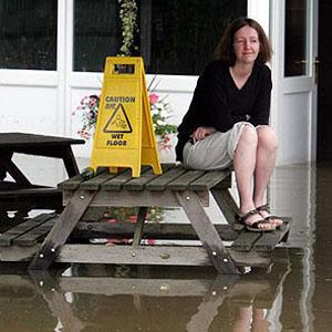 Фото №1 - Жизнь в Англии парализована наводнением