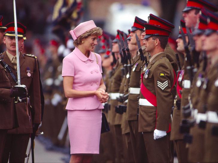 Фото №41 - Одним цветом: как королевские особы носят монохромные образы— 30 вдохновляющих примеров
