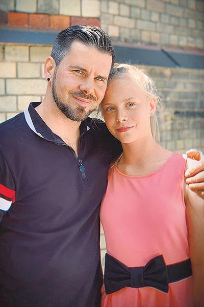 Интарс со старшей дочерью Амелией.