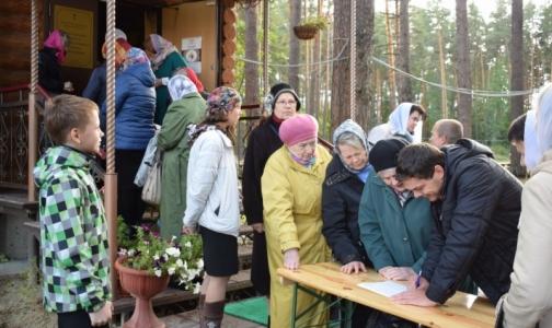Фото №1 - В храмах собирают подписи за запрет бесплатных абортов