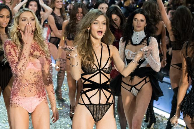 Фото №4 - 10 фактов, которые следует знать об ангелах и Victoria's Secret Show 2016
