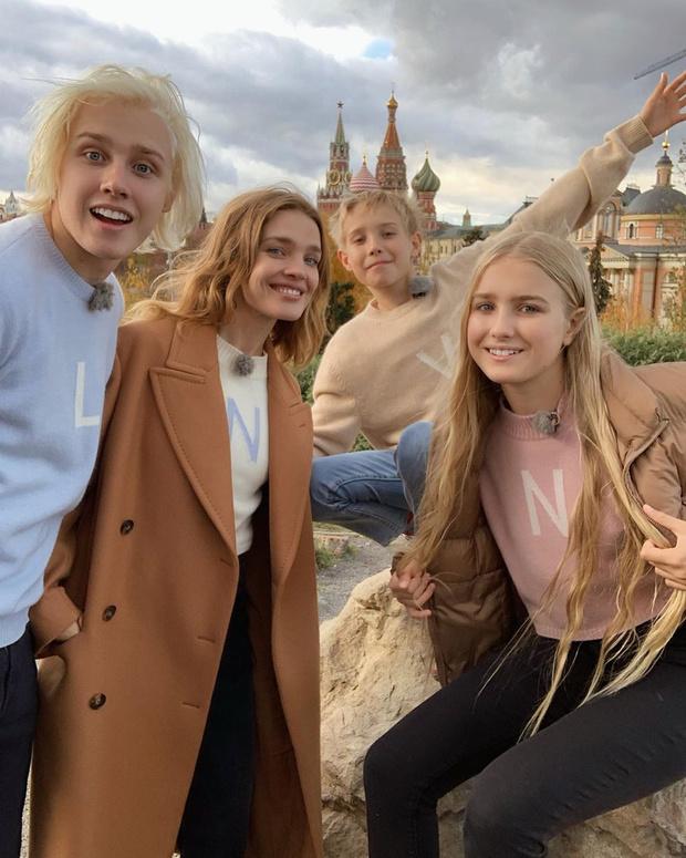 Наталья Водянова с тремя старшими детьми